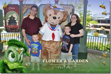 Duffy the Bear PhotoPass with Border