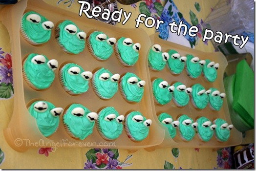Kermit Cupcakes ready for the party
